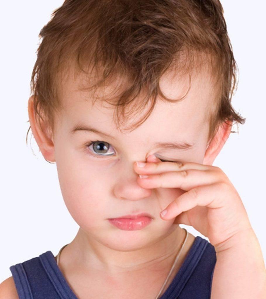 у ребенка чешутся и краснеют глаза