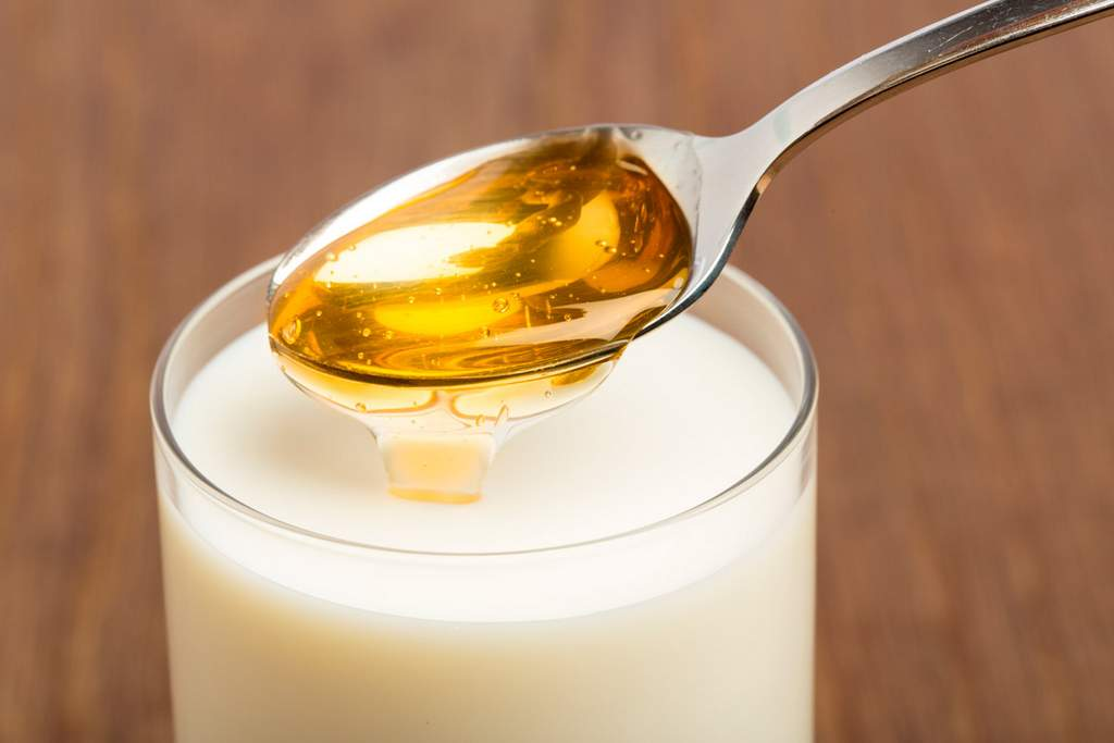Рецепты народного лечения с молоком и медом при ангине и остром тонзиллите
