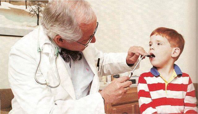 красное горло у ребенка лечение комаровский