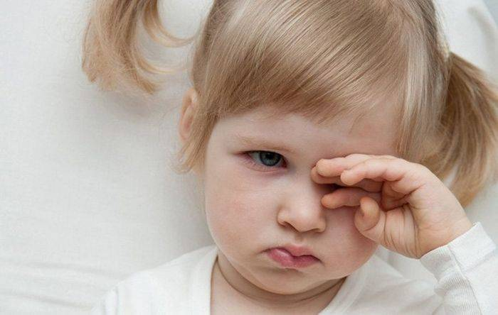 ребенок постоянно трет глаза