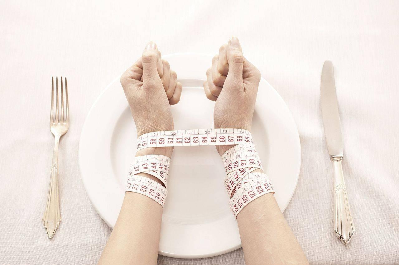 Нервная анорексия: причины, симптомы