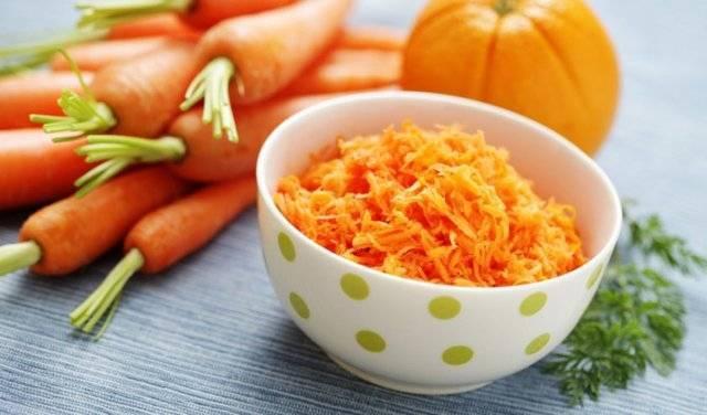 Чем полезен морковный сок и как правильно его употреблять?