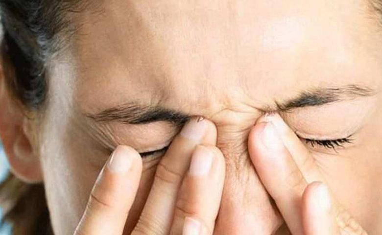 При сильном моргании болит глаз