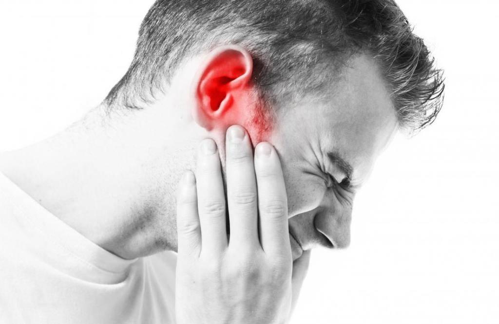 болит ухо при глотании