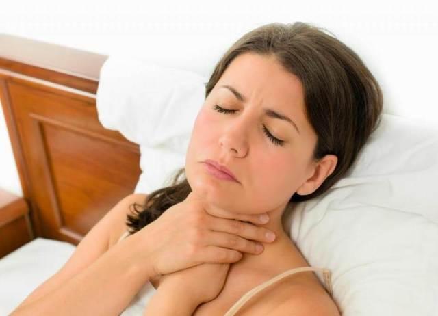 Болит горло, больно глотать: чем лечить горло?