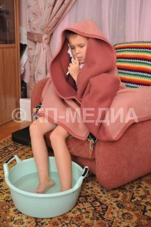 Как парить ноги ребенку и взрослому при простуде или кашле - рецепты ванн, температура и проведение процедуры