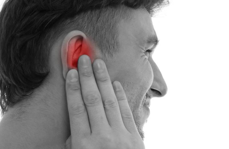 Ухо болит под мочкой уха