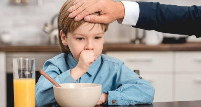 Чем лечить кашель у ребенка в 2 года: аптечные лекарства и народные средства