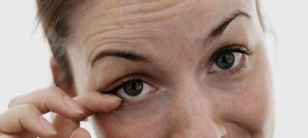 Дергается левый глаз у женщины: причины, лечение и что делать с нервным тиком