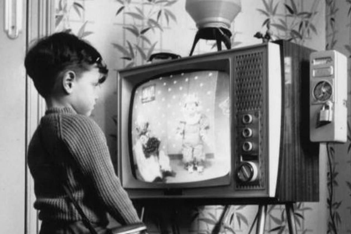 Жизнь или телевизор: чем опасна телемания?