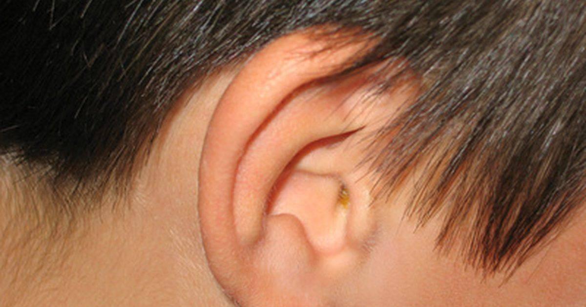 Уплотнение в мочке уха в виде шарика: что это и как лечить
