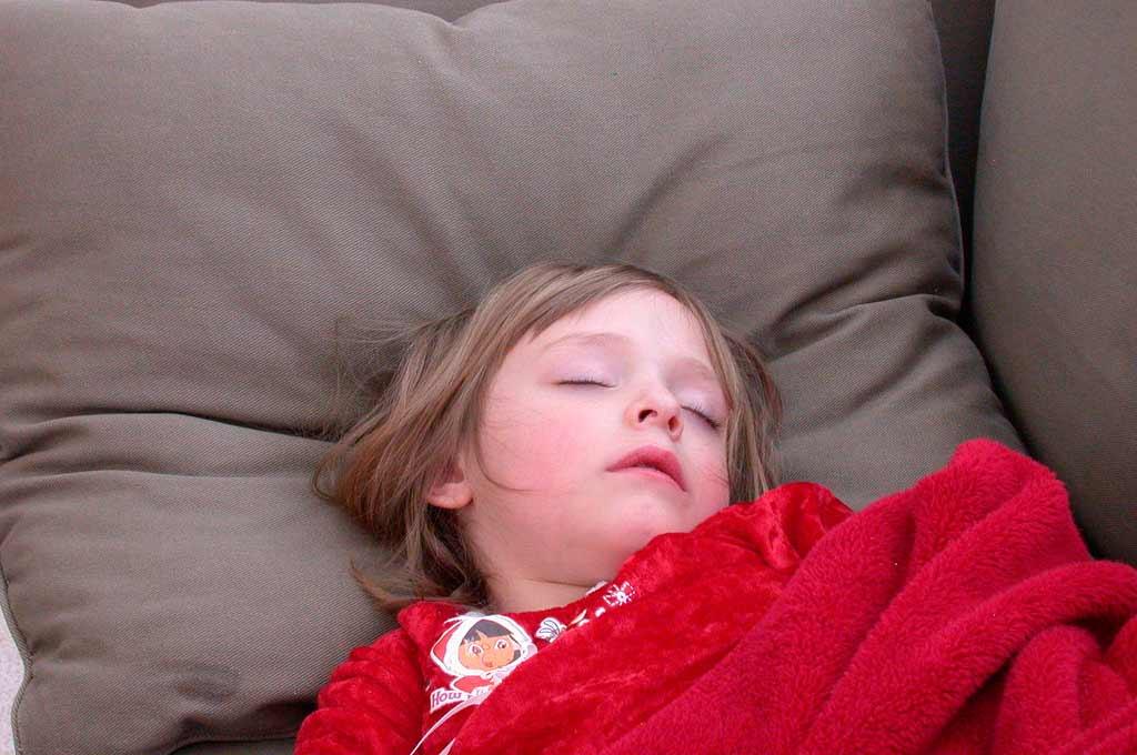 Кашель, донимающий малыша во время сна: располагающие факторы и способы облегчения состояния