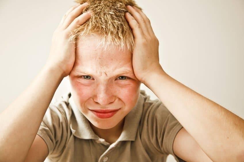 как лечить нервный тик глаза у ребенка