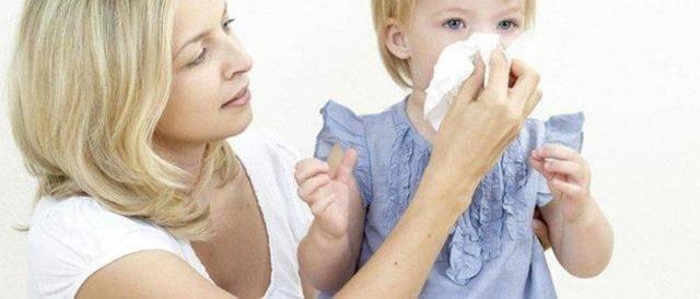 Почему слезятся глаза у ребенка и сопли – от простуды до авитаминоза