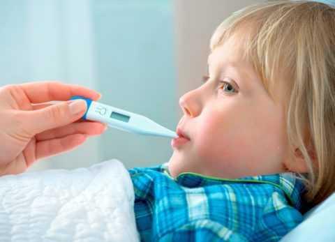 у ребенка болит горло и температура