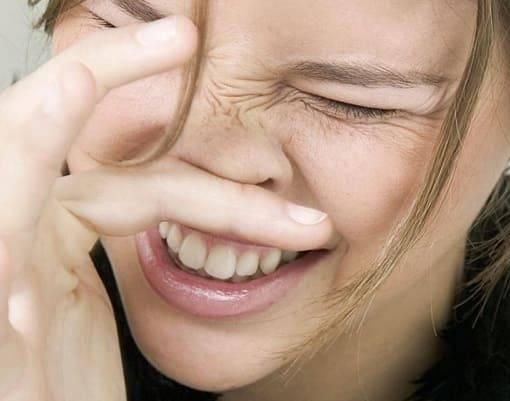 Чешется в носу и чихаю — что делать?