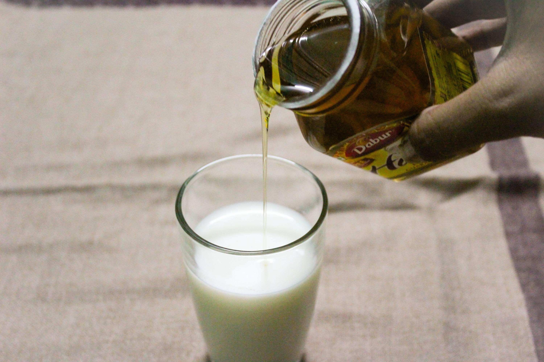 Рецепты молока с маслом от боли в горле