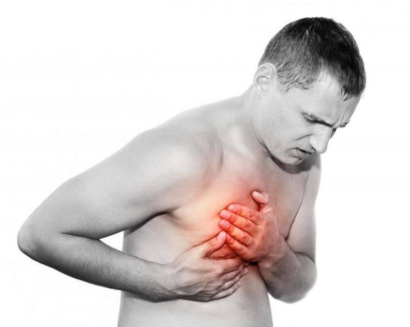 У мужчины болит в правой груди