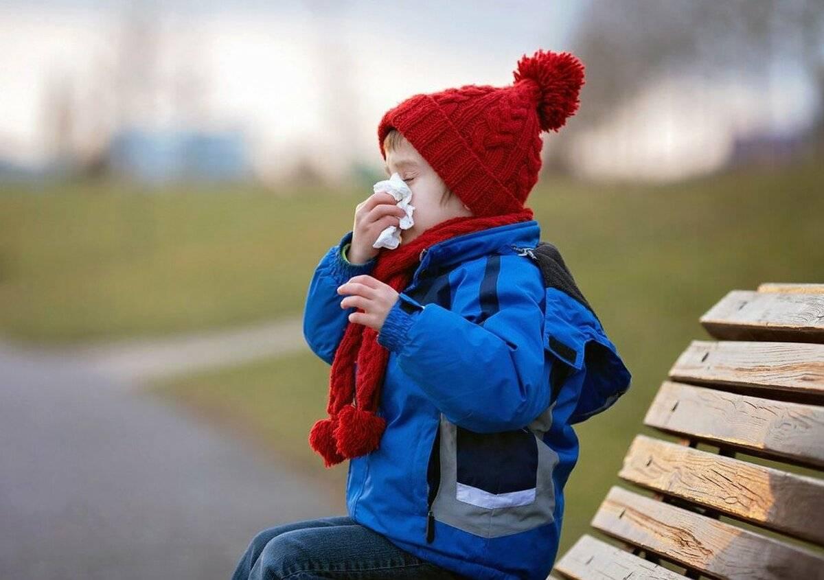 Можно гулять с ребенком при насморке