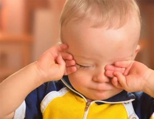 Попал песок в глаза ребенку: что следует делать