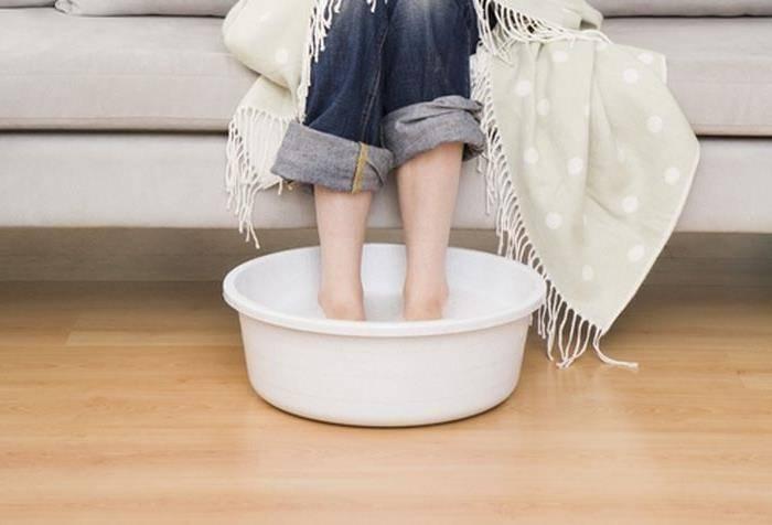 Как парить ноги с горчицей ребенку при кашле, при насморке? можно ли детям парить ноги с горчицей? сколько нужно горчицы, чтобы парить ноги ребенку? сколько парить ноги в горчице ребенку?