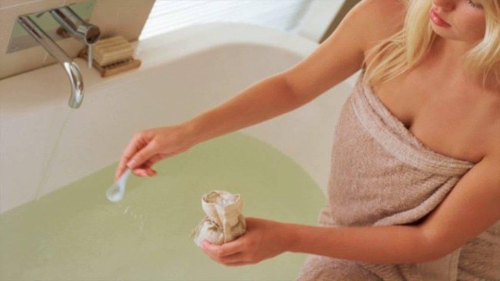 Правила применения соды при цистите у женщин для спринцевания и других процедур