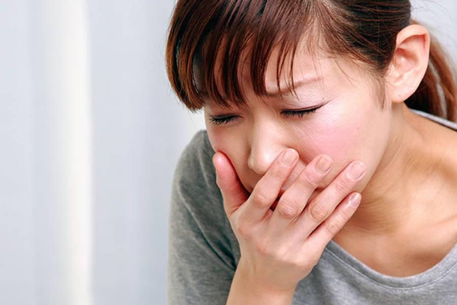 Сильный кашель до рвоты у взрослого: причины, чем лечить в домашних условиях