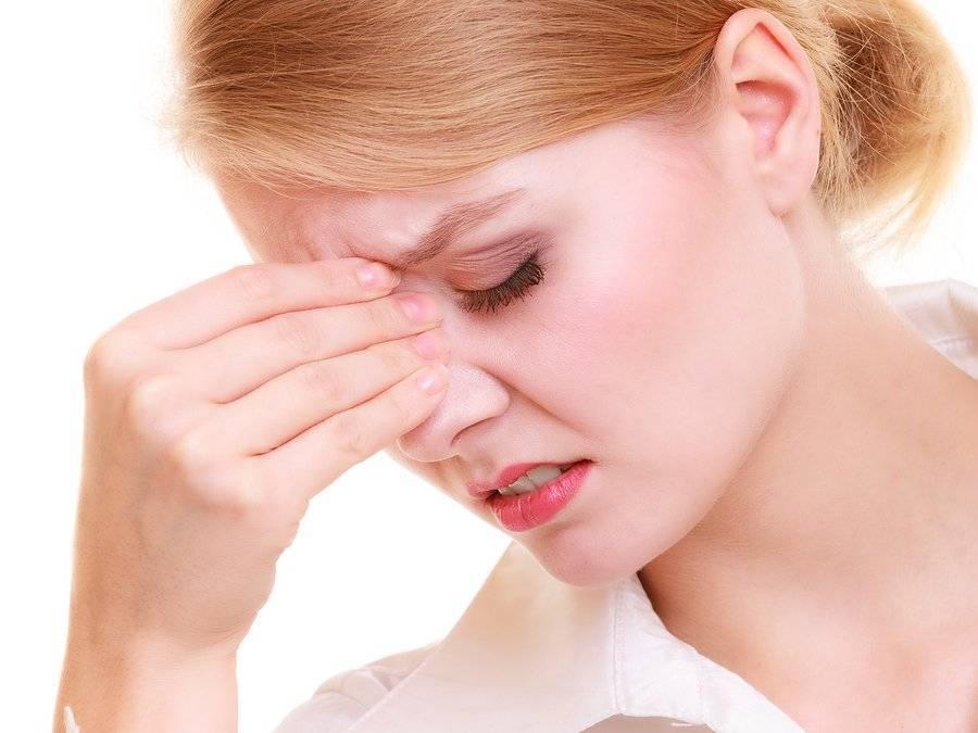 При насморке болит лобная часть и за глазами