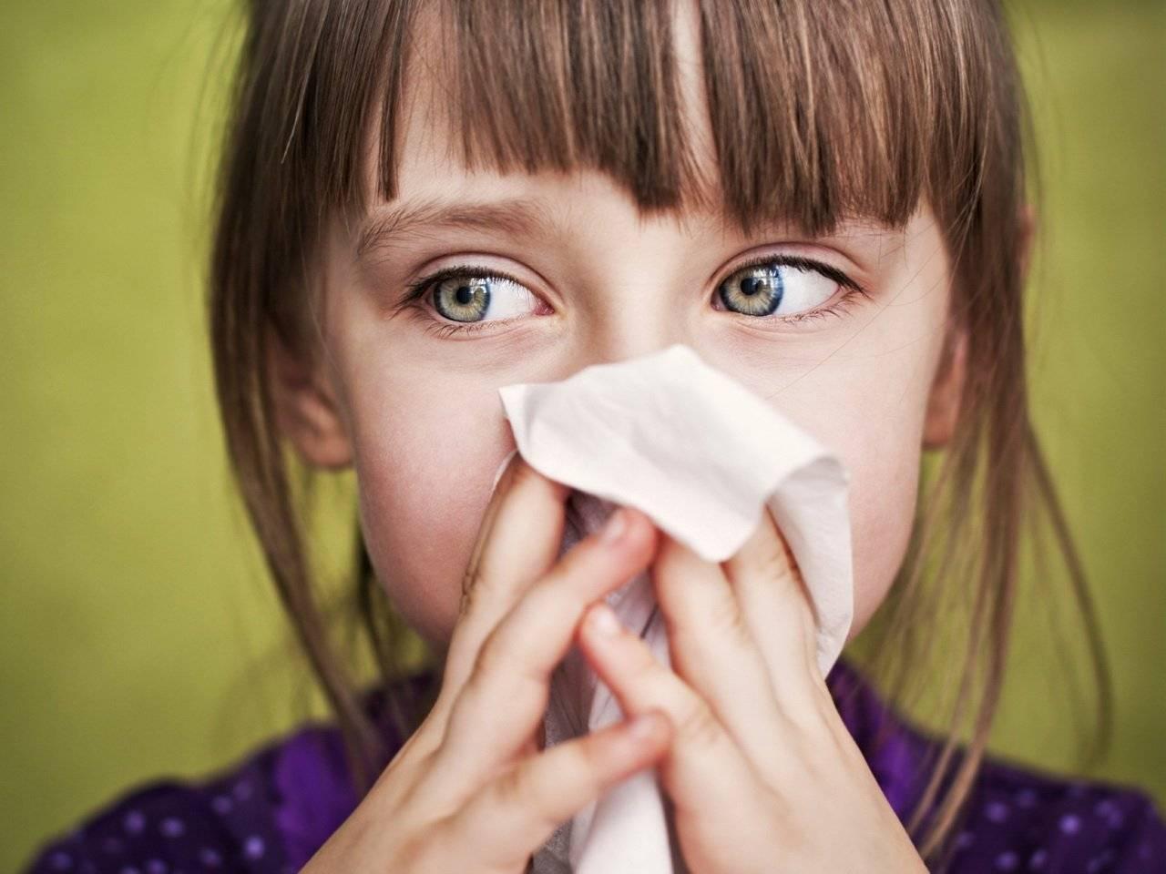 Почему закладывает нос без насморка: причины и способы лечения