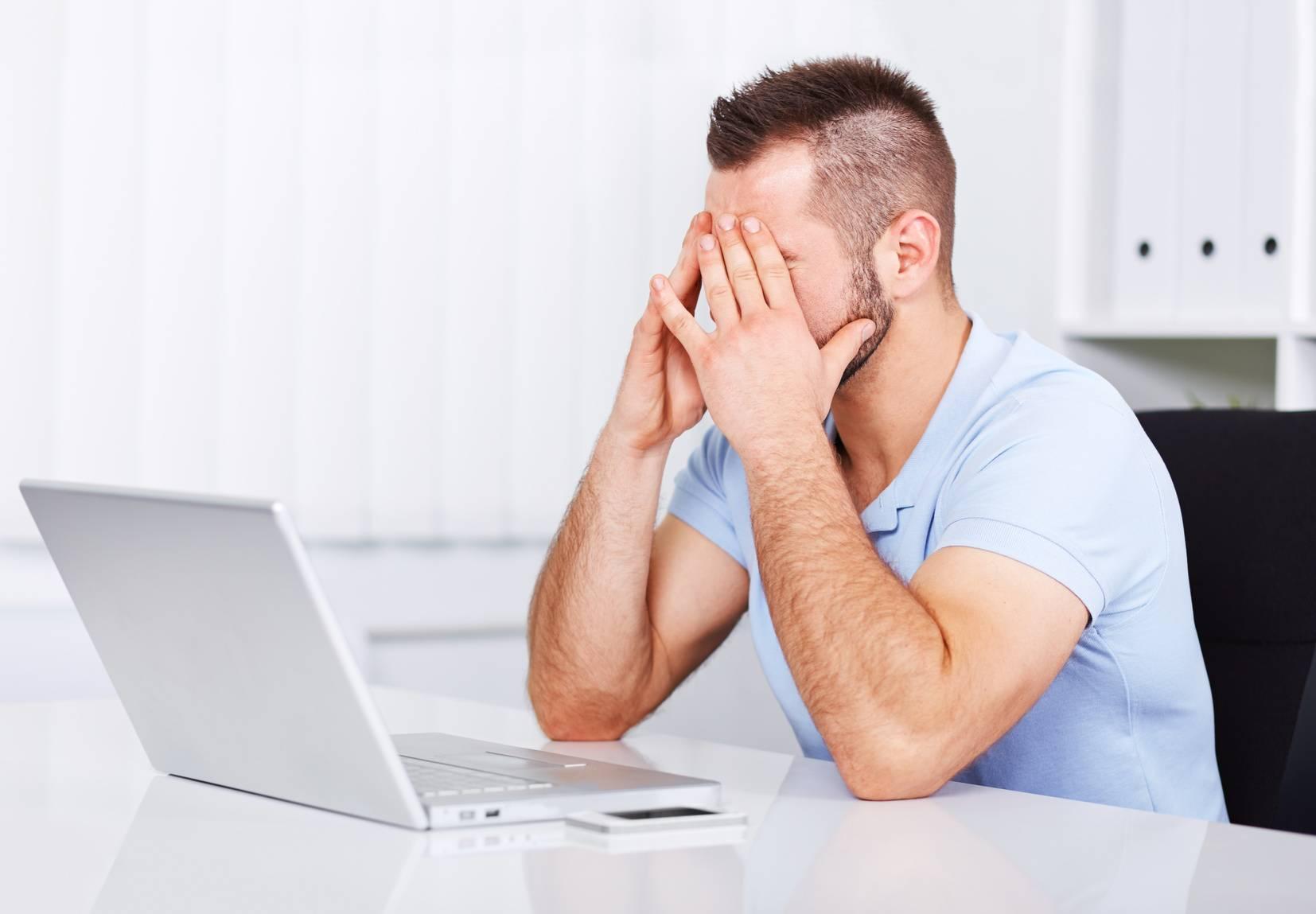 почему болят глаза от компьютера