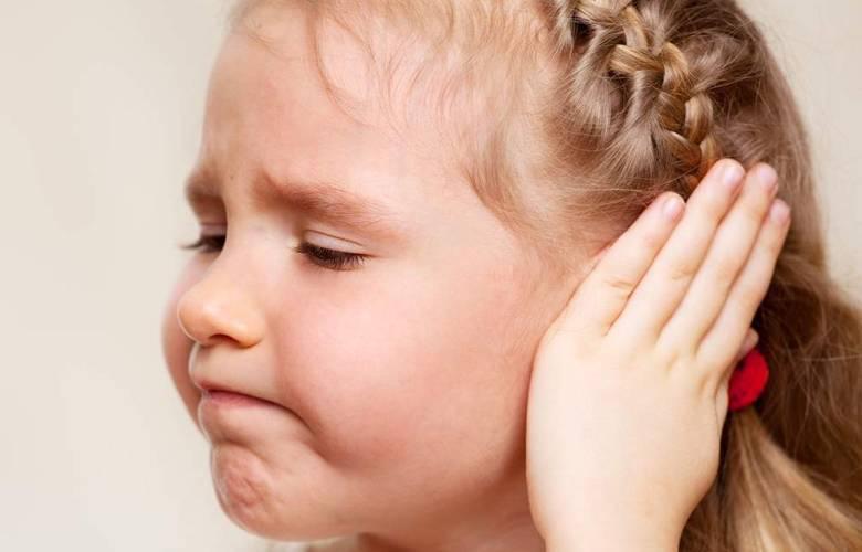 как понять болит ли у ребенка ухо