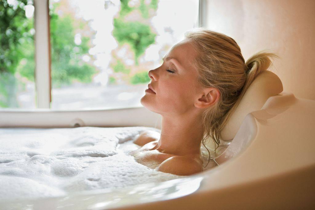 Можно ли греться в ванной при цистите, как помогают сидячие и лежачие теплые ванны при цистите у женщины и мужчины