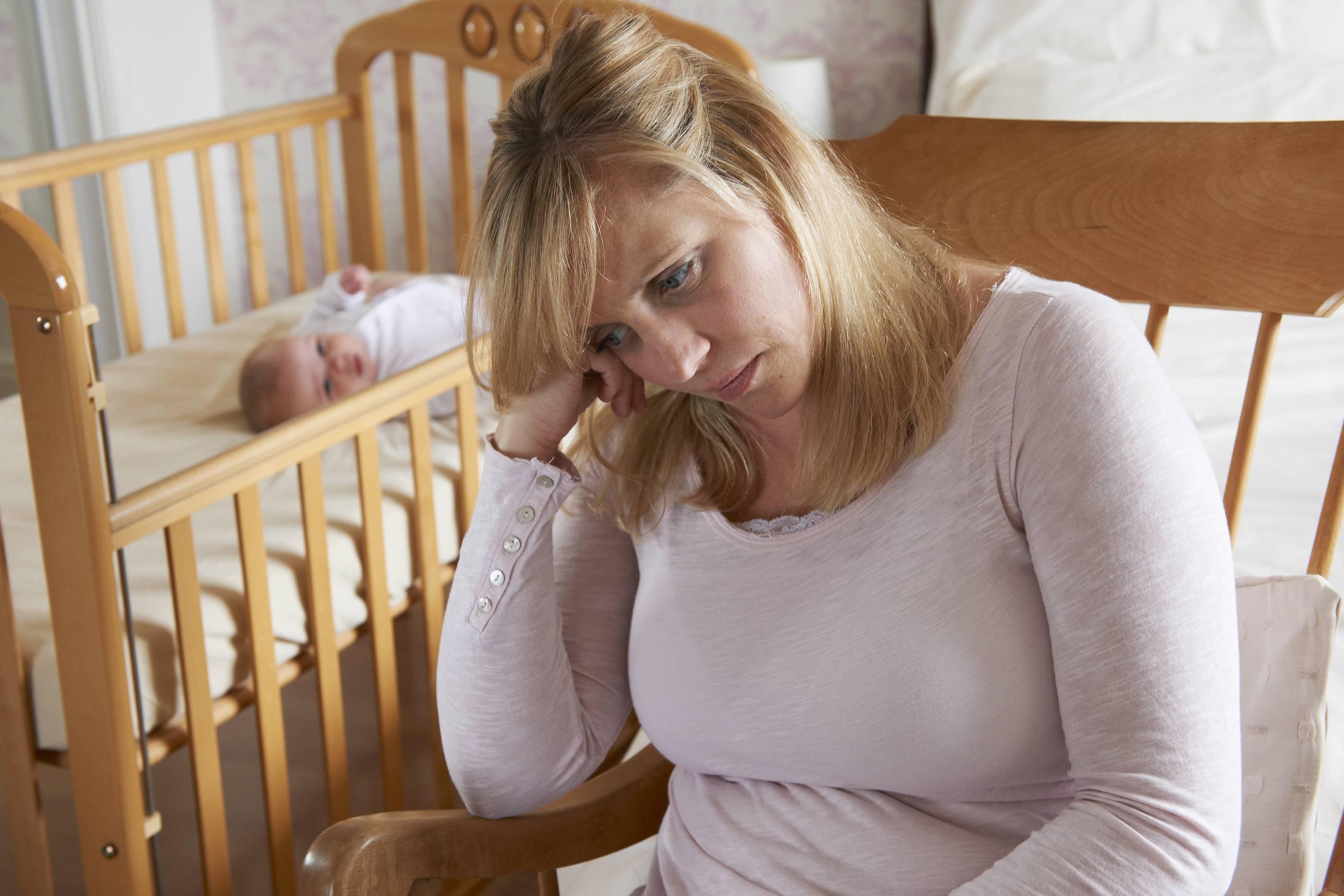 Послеродовая депрессия: симптомы, последствия, лечение