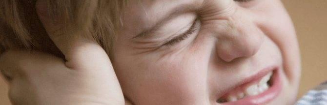 Уши болят и температура у ребенка что пить