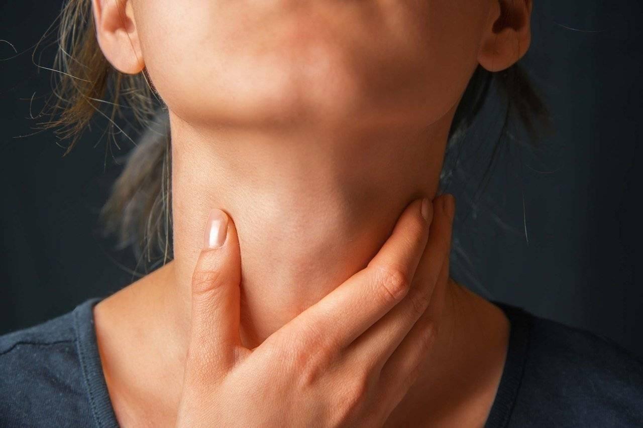 Удушье в области шеи и горла: причины, признаки, как снять спазм в горле