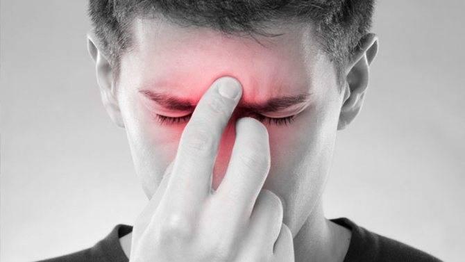 Почему болит уголок глаза при моргании