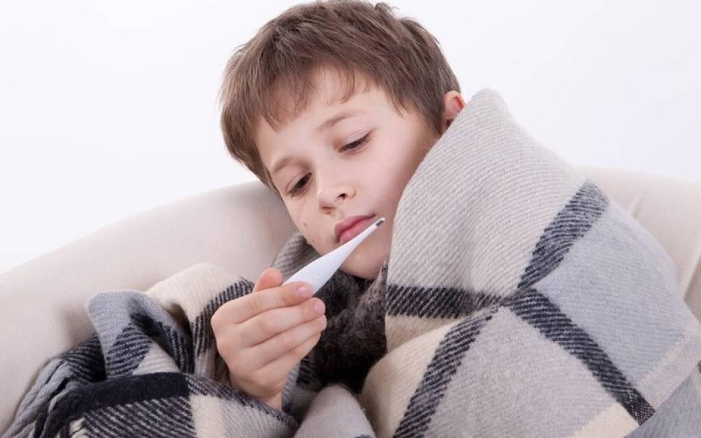 У ребенка насморк, кашель и температура: что означает