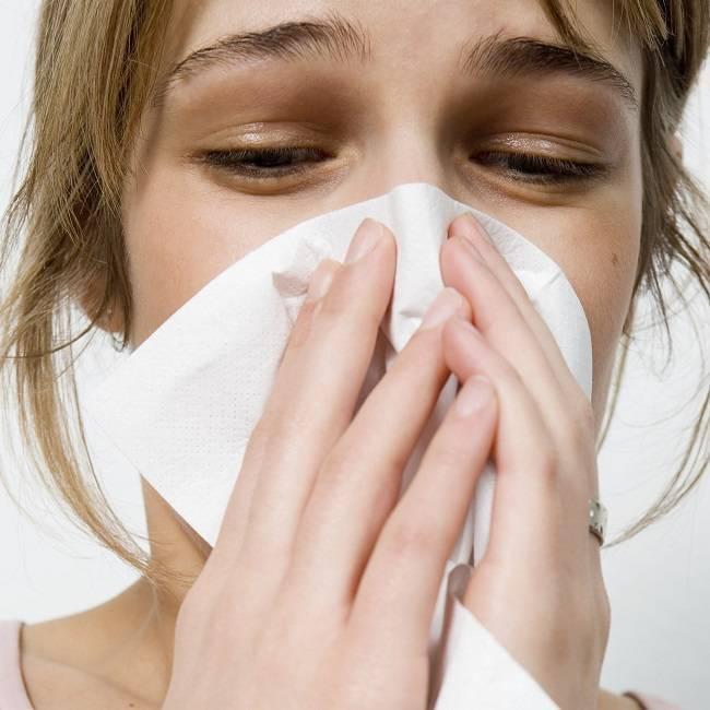 Насморк и слезятся глаза, чихание: как быстро вылечить?