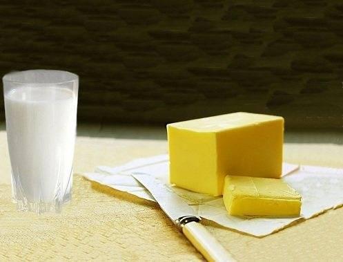 Тёплое молоко с маслом и мёдом