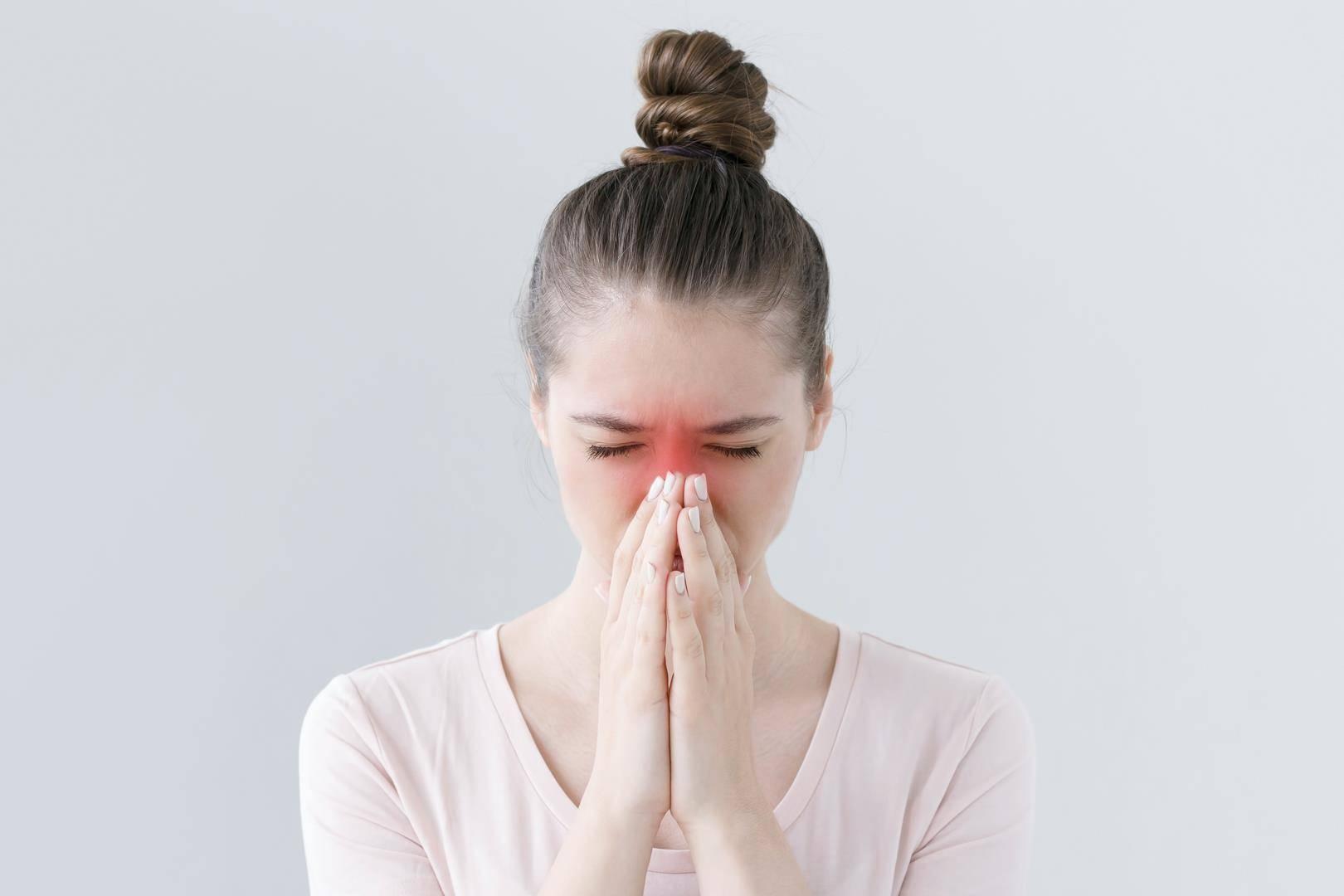 Что делать, если заложен нос и болит голова, а температуры нет