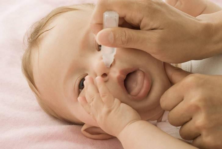 Как закапать ребенку нос?