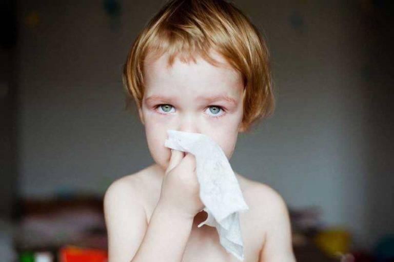 сопли с кровью у ребенка причины