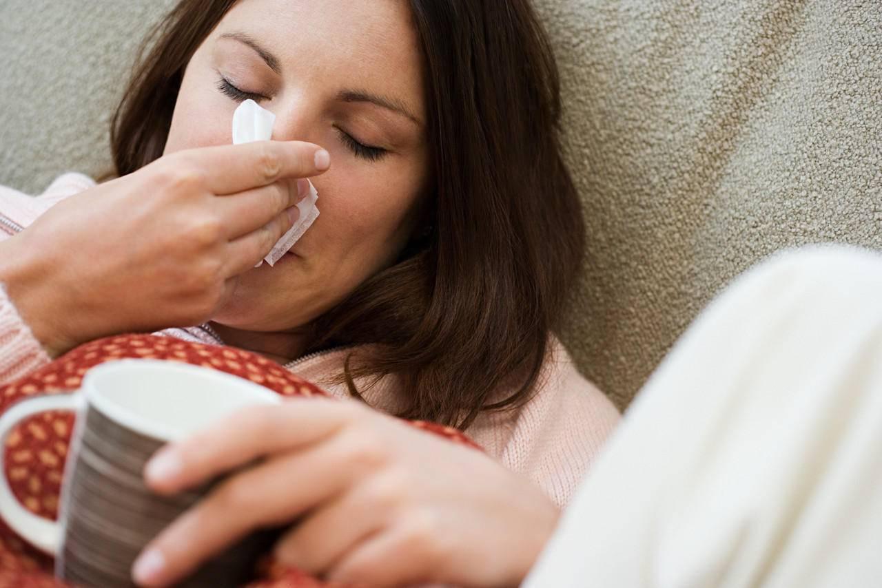 На сколько может быть заразной простуда и как она передается от других людей