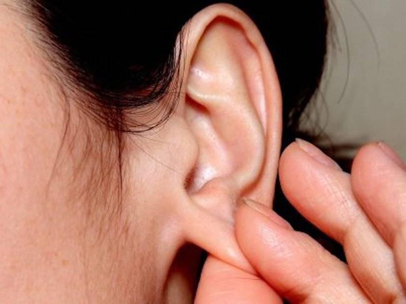 Боль под мочками ушей при надавливании. причины боли за ухом