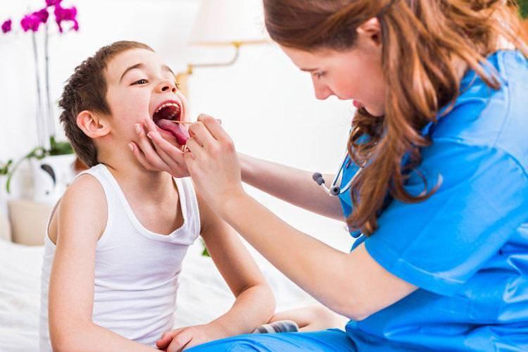 Чем лечить симптомы ларингита у ребенка в домашних условиях