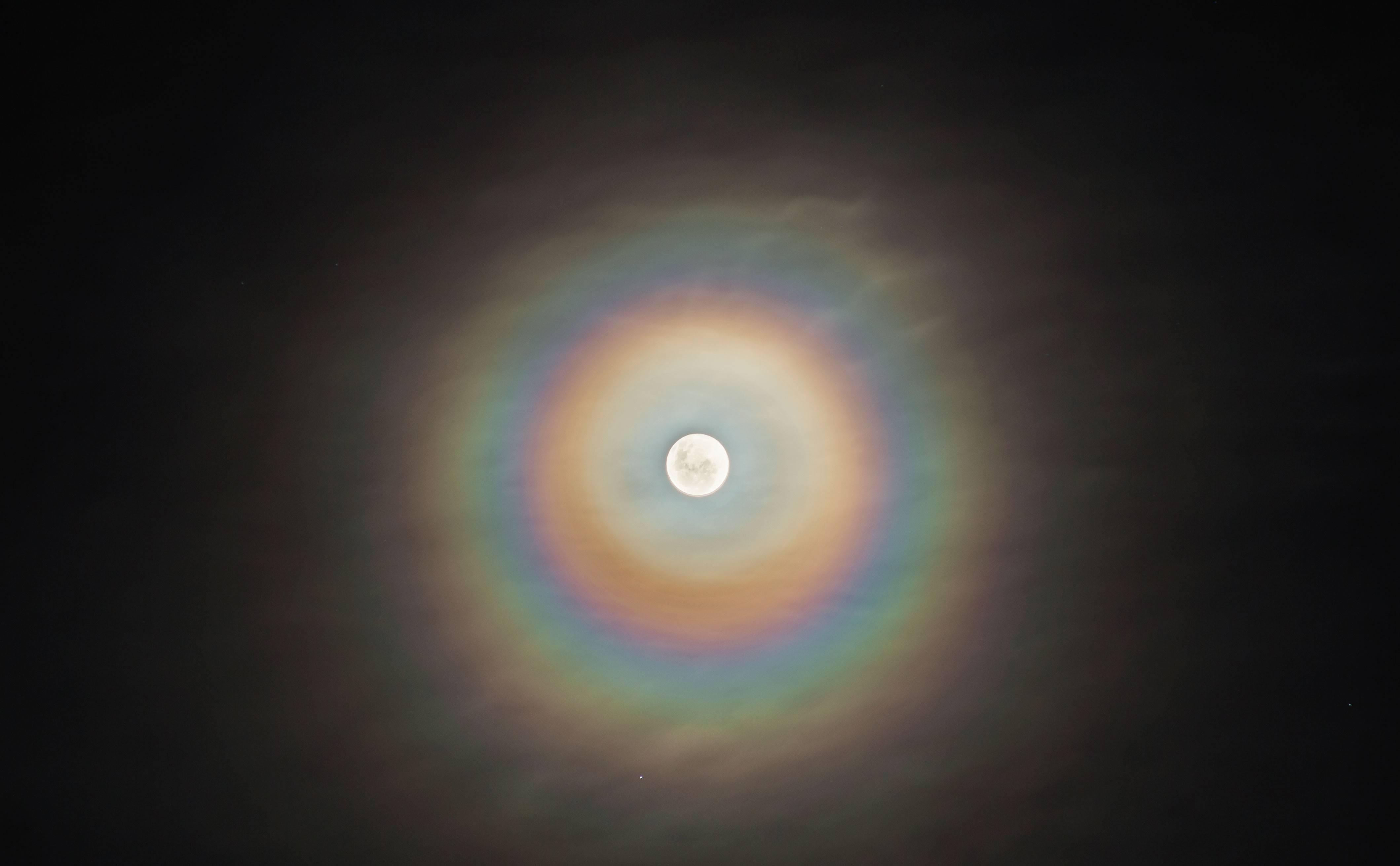 Прозрачные круги перед глазами что это. радужные круги перед глазами как симптом офтальмологического заболевания цветная радуга в глазах