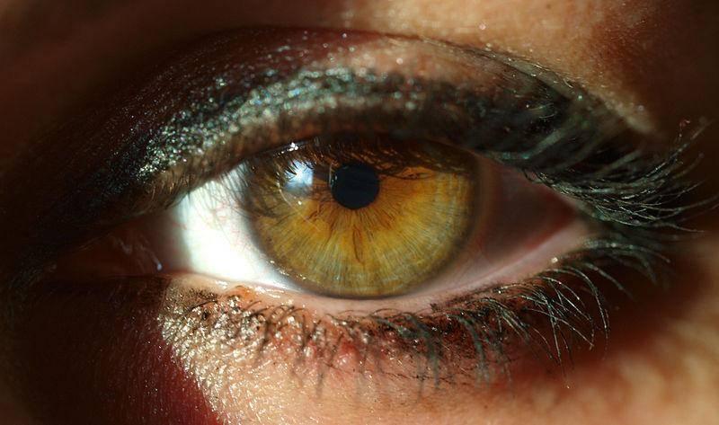 черное пятно на глазу