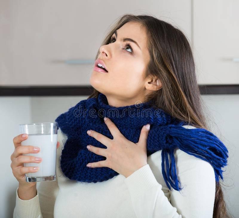 Боль в горле без температуры у взрослого человека: причины и лечение