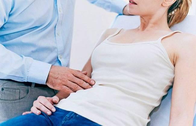 Почему при кашле болит или отдает в правый бок под ребрами?