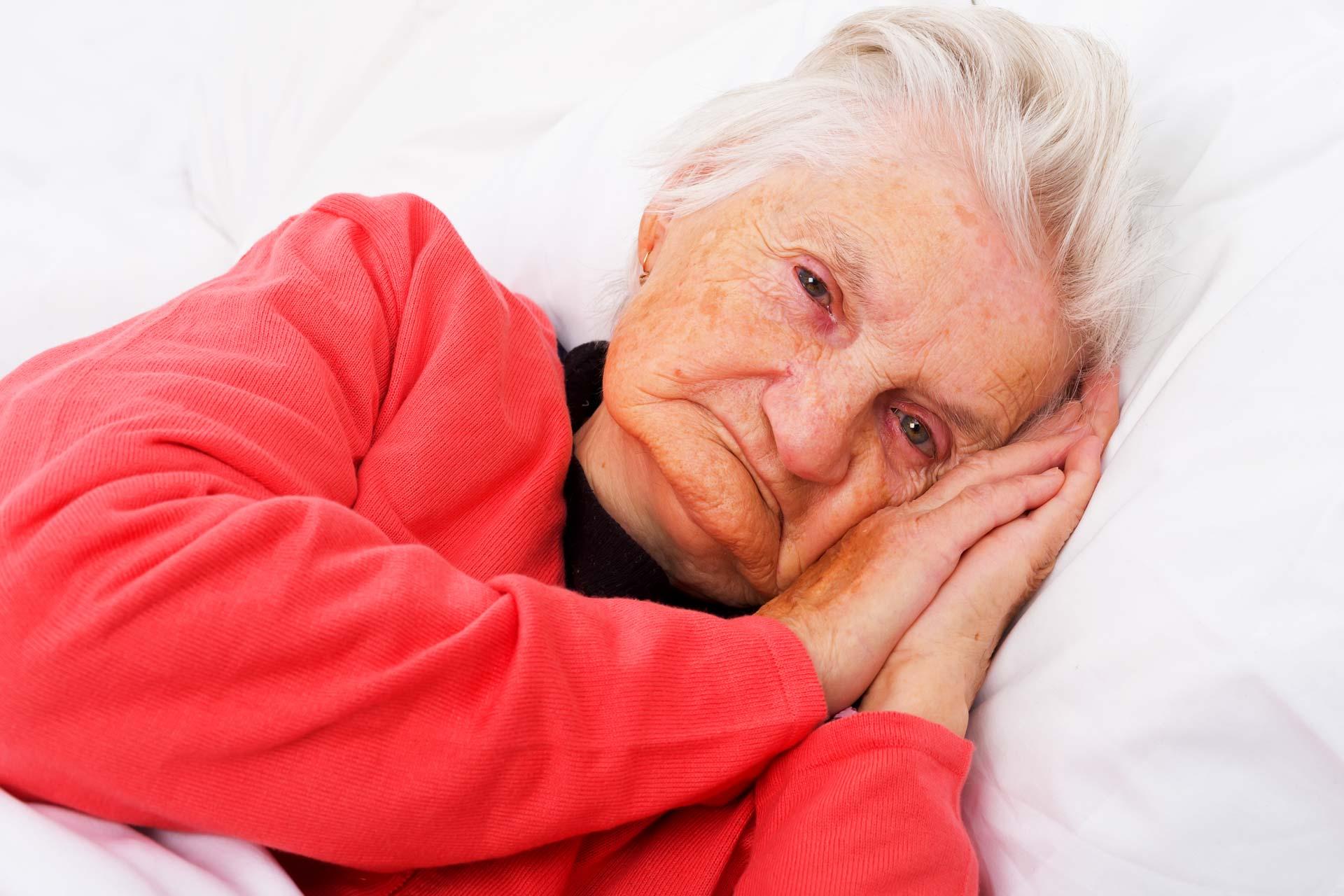Чем опасна хроническая бессонница и как её лечить?